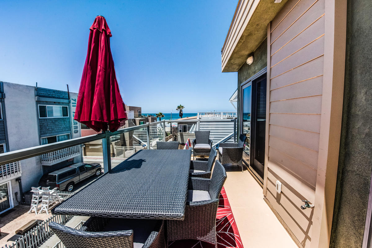Top Deck and Balcony